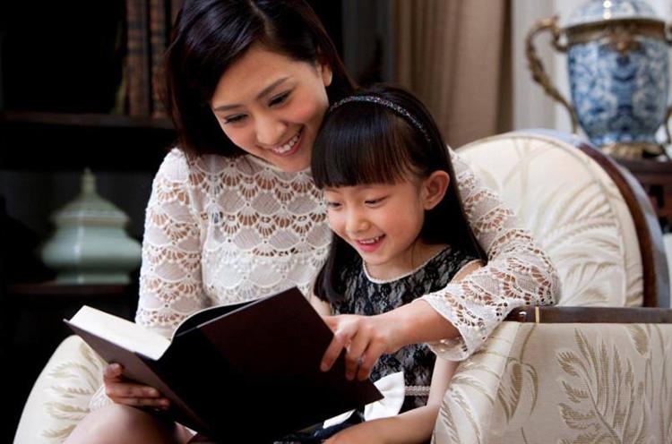 Bố mẹ chỉ cần nắm vững phương pháp có thể hướng dẫn con thay đổi, trở thành những đứa trẻ có EQ cao. Ảnh: sina.