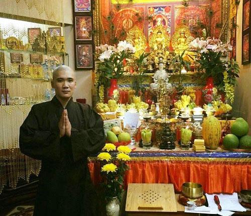 Thoát khỏi ma túy, Kim Tuân bắt đầu ân hận về sai lầm của mình. Anh quyết định xuống tóc, niệm Phật sám hối. Ảnh: Nhân vật cung cấp.