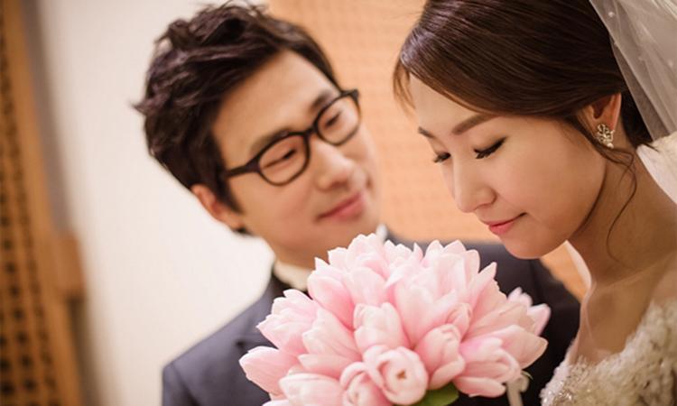 Một cuộc hôn nhân tốt có thể khiến người ta hoàn thiện bản thân, ngược lại nếu hôn nhân tồi tệ có thể chôn vùi cả đời người. Ảnh: Likesoflove