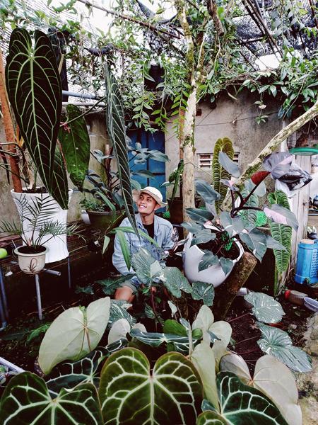 Là một kỹ sư công nghệ sinh học, Nguyễn Ngọc Quý là một người chơi kiểng có kiến thức, thường xuyên chia sẻ kinh nghiệm chăm sóc cây cho cộng đồng. Ảnh: Nhân vật cung cấp.