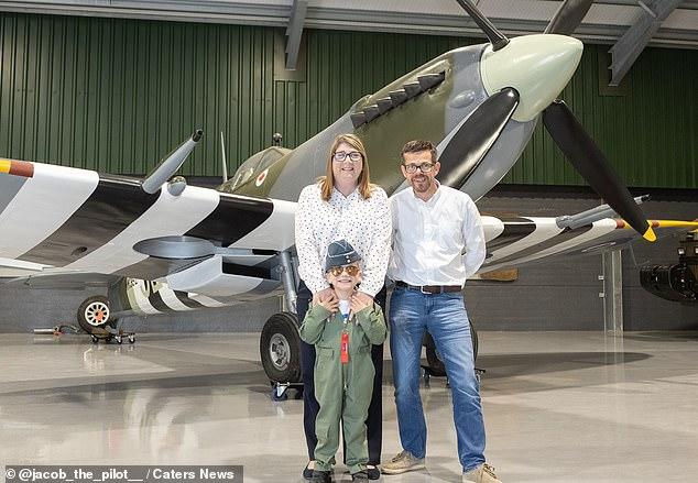 Cậu bé 7 tuổi trở thành phi công - 4