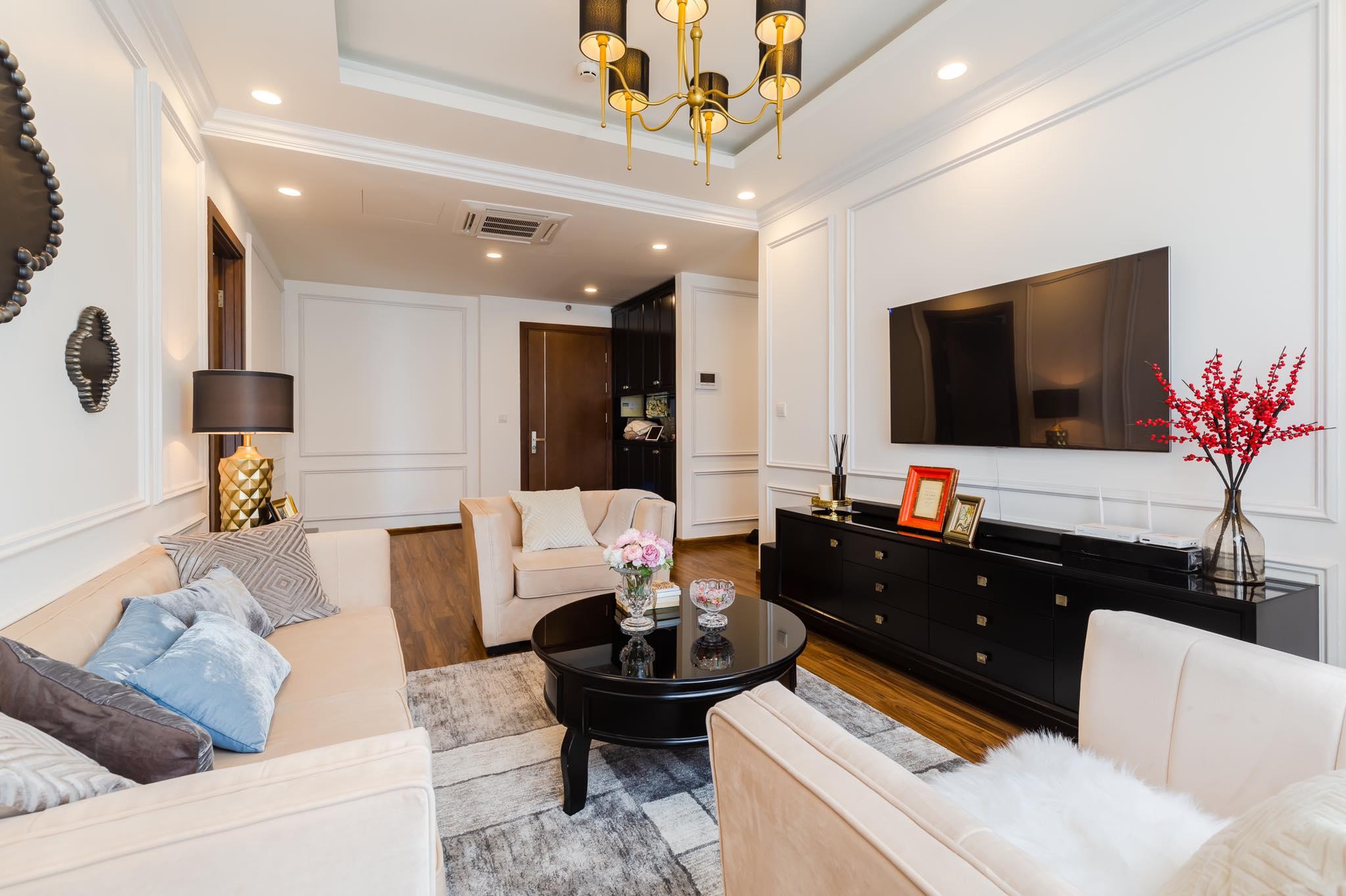 Gia chủ không cần sắm nhiều nội thất, nhưng hãy đảm bảo từng món đồ đều chất lượng và hài hòa với nhau. Ảnh: FHouse interior.