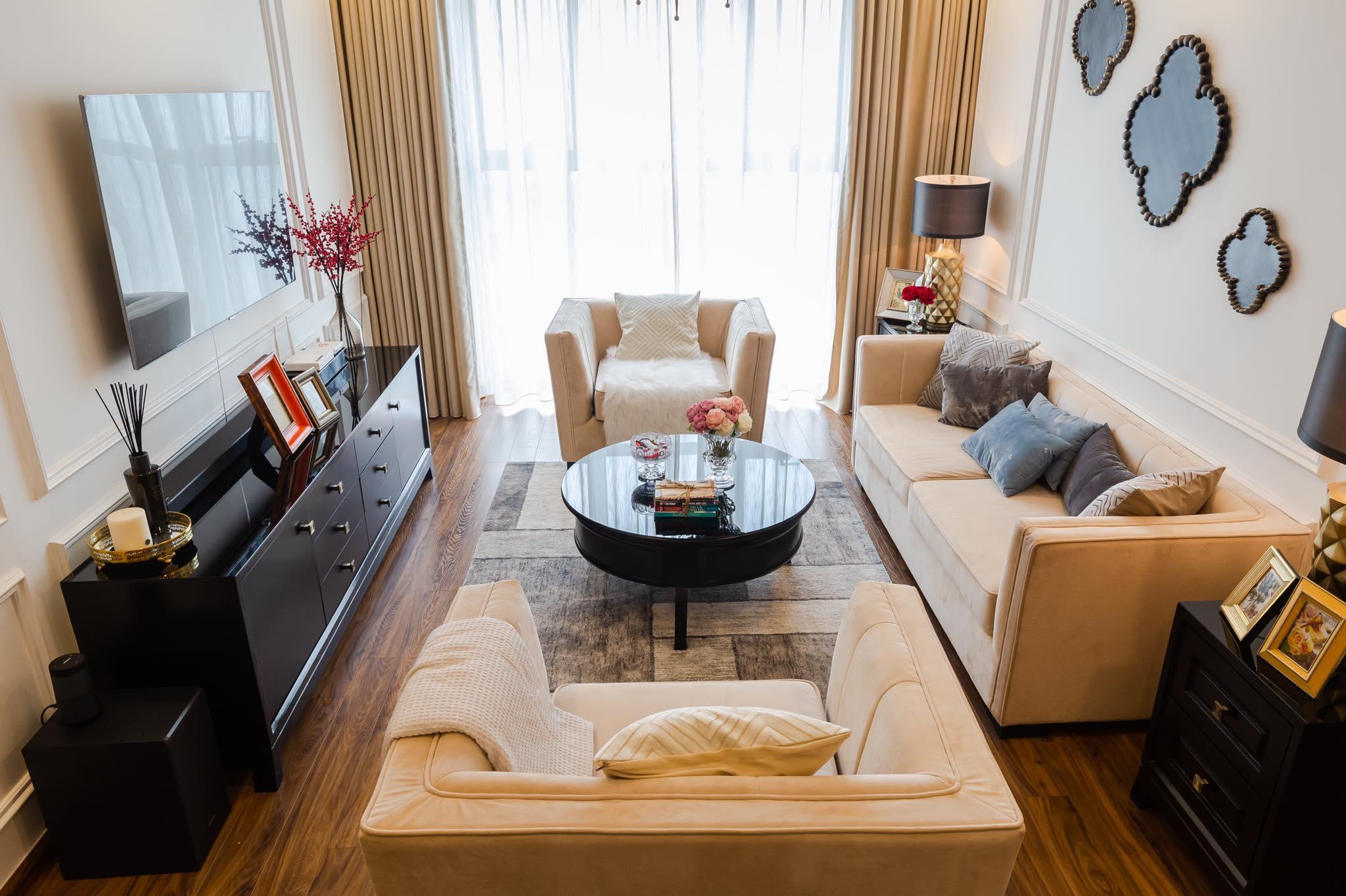Một căn hộ 70m2 theo phong cách tân cổ điển vẫn thoáng đãng nhờ sử dụng các nội thất đơn giản. Ảnh: FHouse interior.