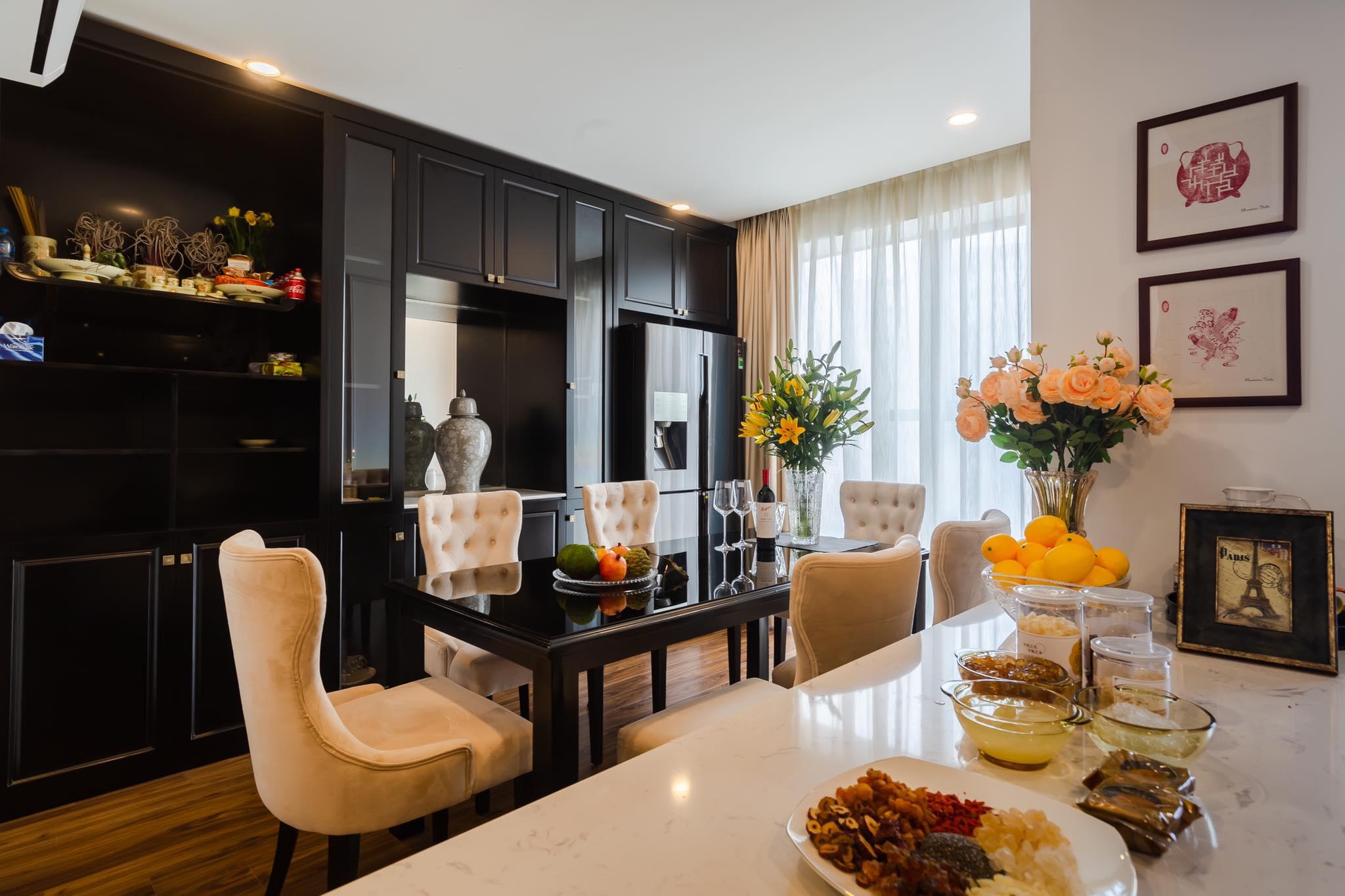 Không gian với màu be và màu đen đủ tạo điểm nhấn mà không gây rối. Ảnh: FHouse interior.