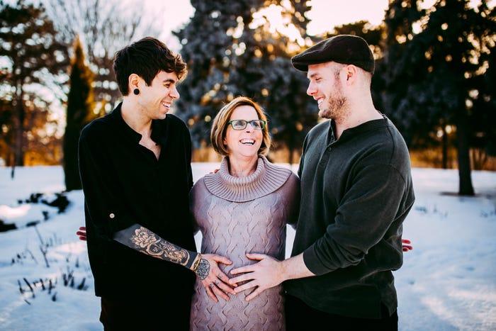 Bà Cecile mang thai hộ cho con. Ảnh: Bussiness Insider.