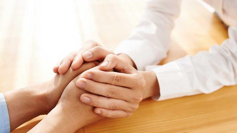 Sự đồng cảm có thể giúp cải thiện sức khỏe và tuổi thọ. Ảnh minh họa: WomenWeekly.
