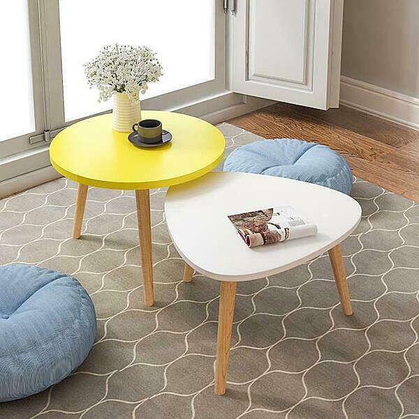 Combo bàn trà sofa vintage chân gỗ sồi màu sắc trắng - vàng giảm 19% còn 414.000 đồng; kích thước gồm một bàn tròn 50 cm - cao 49 cm, một bàn oval 40 cm - cao 45 cm. Chất liệu mặt bàn sản xuất từ gỗ MDF phủ melamin chống xước, chống nước, bề mặt sáng bóng.