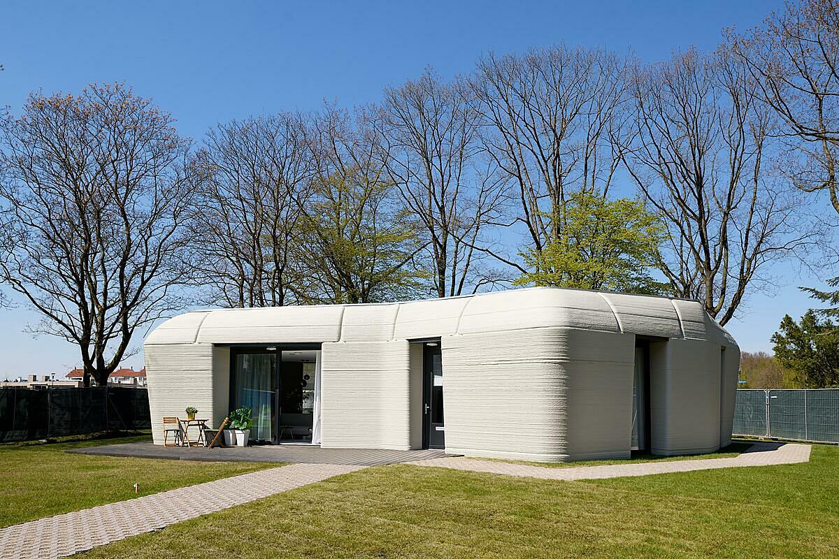 Ngôi nhà có hình dạng bên ngoài như một tảng đá, là ngôi nhà đầu tiên được xây dựng bằng công nghệ in 3D ở châu Âu. Ảnh: CNN.