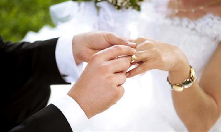 Hôn nhân là một mối quan hệ thân mật, trong đó hai đối tác hỗ trợ lẫn nhau. Ảnh:shutterstocks.