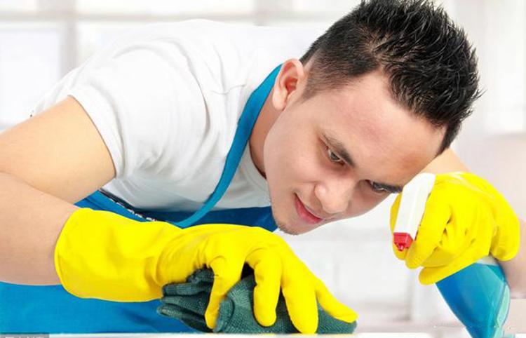 Đàn ông làm việc nhà sẽ có rất nhiều lợi ích. Ảnh: shutterstock.