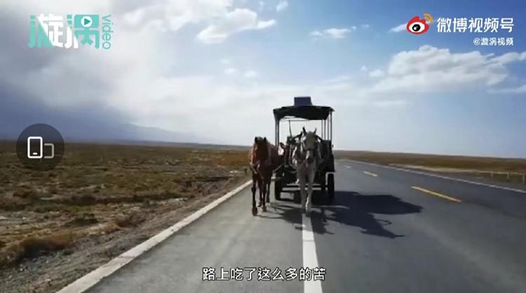Cặp vợ chồng đã vượt qua hơn 4.000km trong một năm, dọc các tỉnh phía Đông Nam Trung Quốc trên hai con ngựa của mình. Ảnh: weibo.