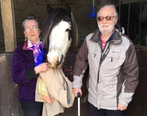 Bà Evita và người chồng thứ bảy, ông Roy hiện sống tại Anh. Ảnh: Evita Cleverly.