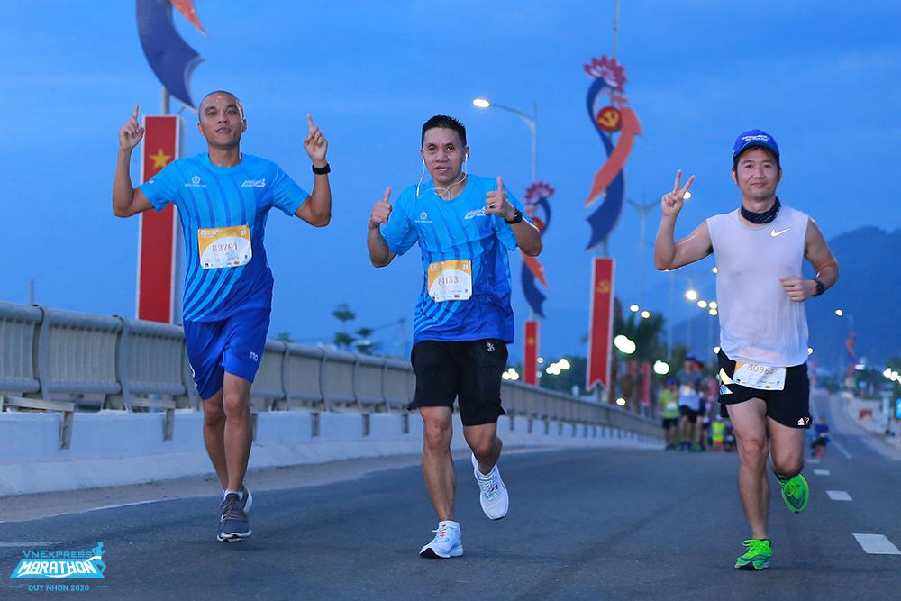 Giải khuyến khích tham gia theo nhóm đông người. Ảnh: VnExpress Marathon.