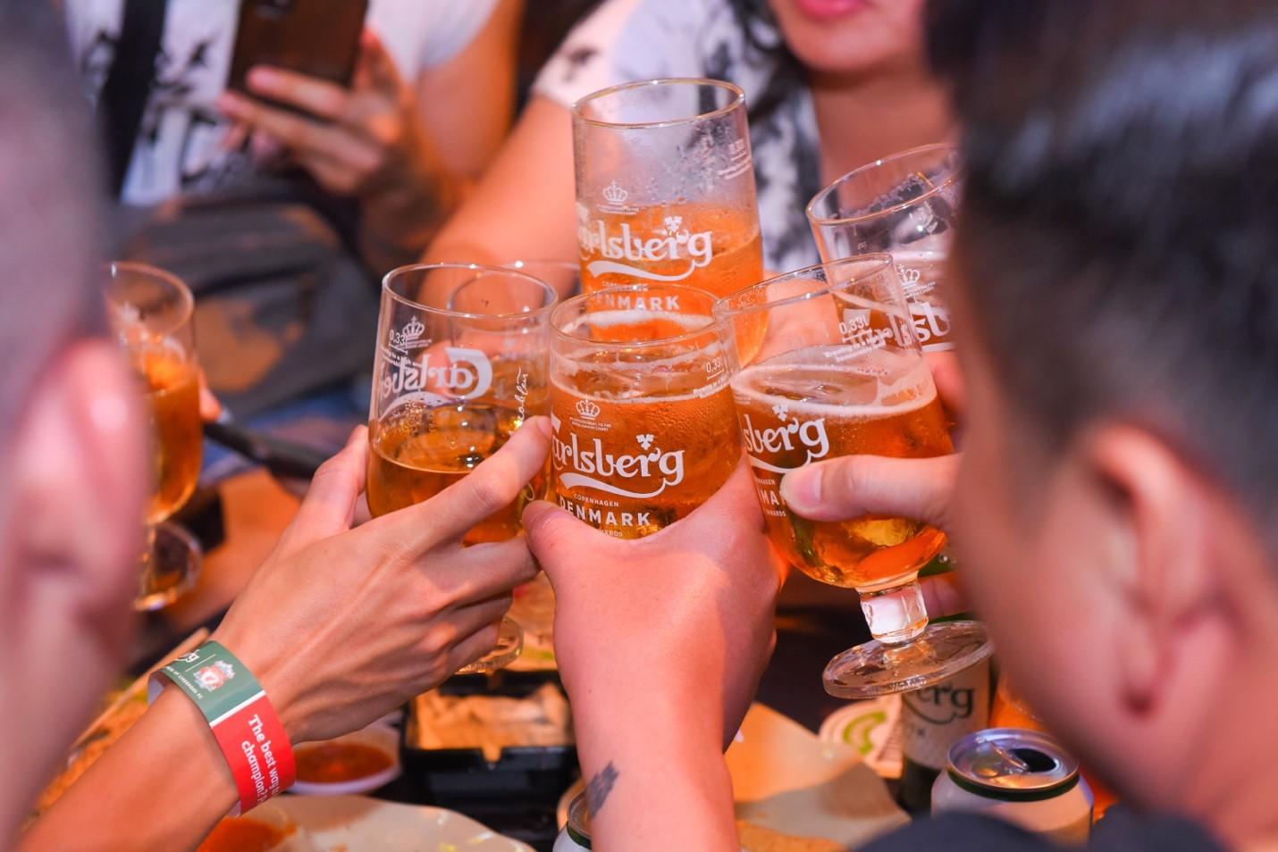 Sự kết hợp giữa Carlsberg Premium Smooth Draught và ly bia hảo hạng sẽ giúp những bữa tiệc thêm phần thăng hoa, đáng nhớ.