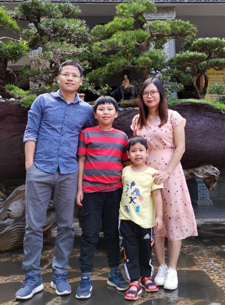 Vợ chồng anh Quỳnh và các con. Ảnh: Nhân vật cung cấp.