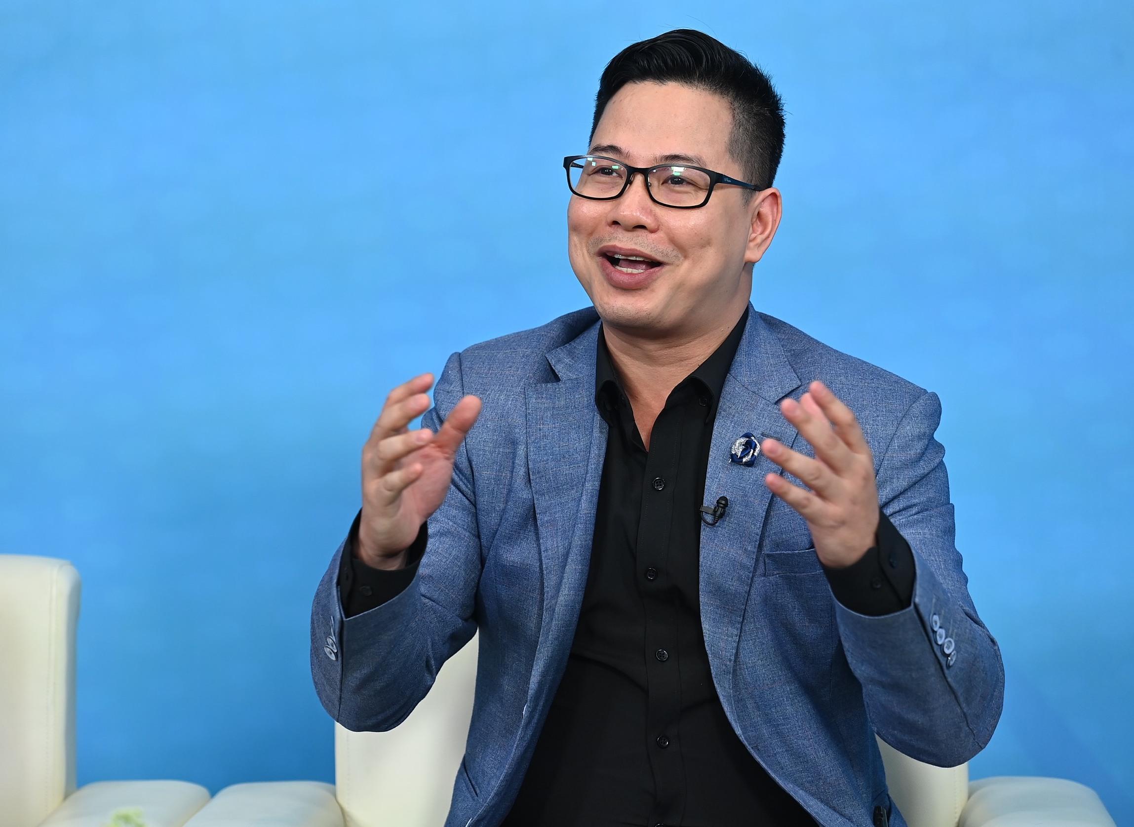 Phó giáo sư tiến sĩ Trần Thành Nam cũng khẳng định, cha mẹ nên giảm chỉ trích, tăng tôn trọng, giảm kỳ vọng, tăng kỳ công với trẻ. Ảnh: Giang Huy