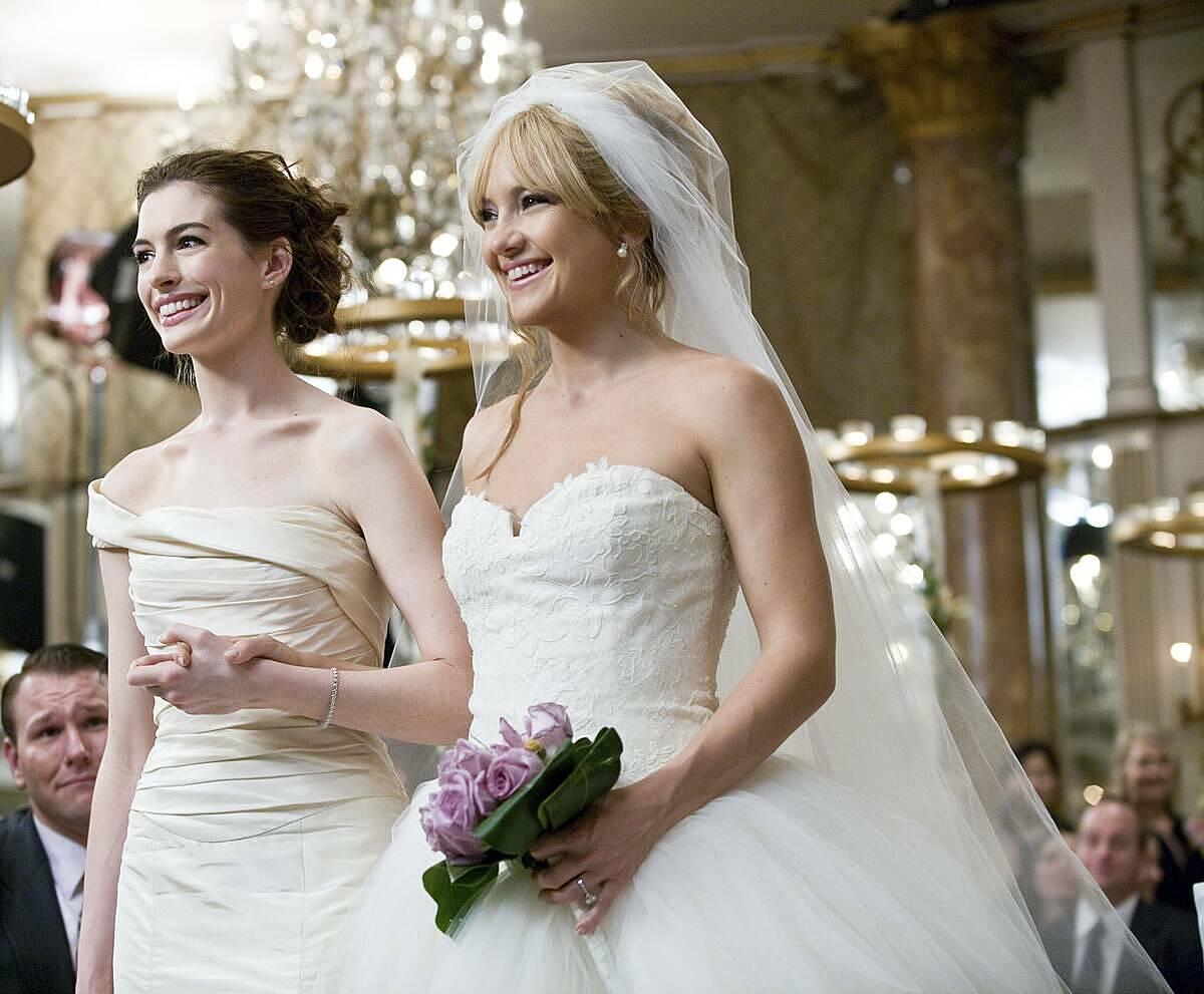Phép lịch sự thông thường bạn không nên mặc màu trắng tới đám cưới của người khác, trừ khi được cô dâu cho phép. Ảnh: Brides.