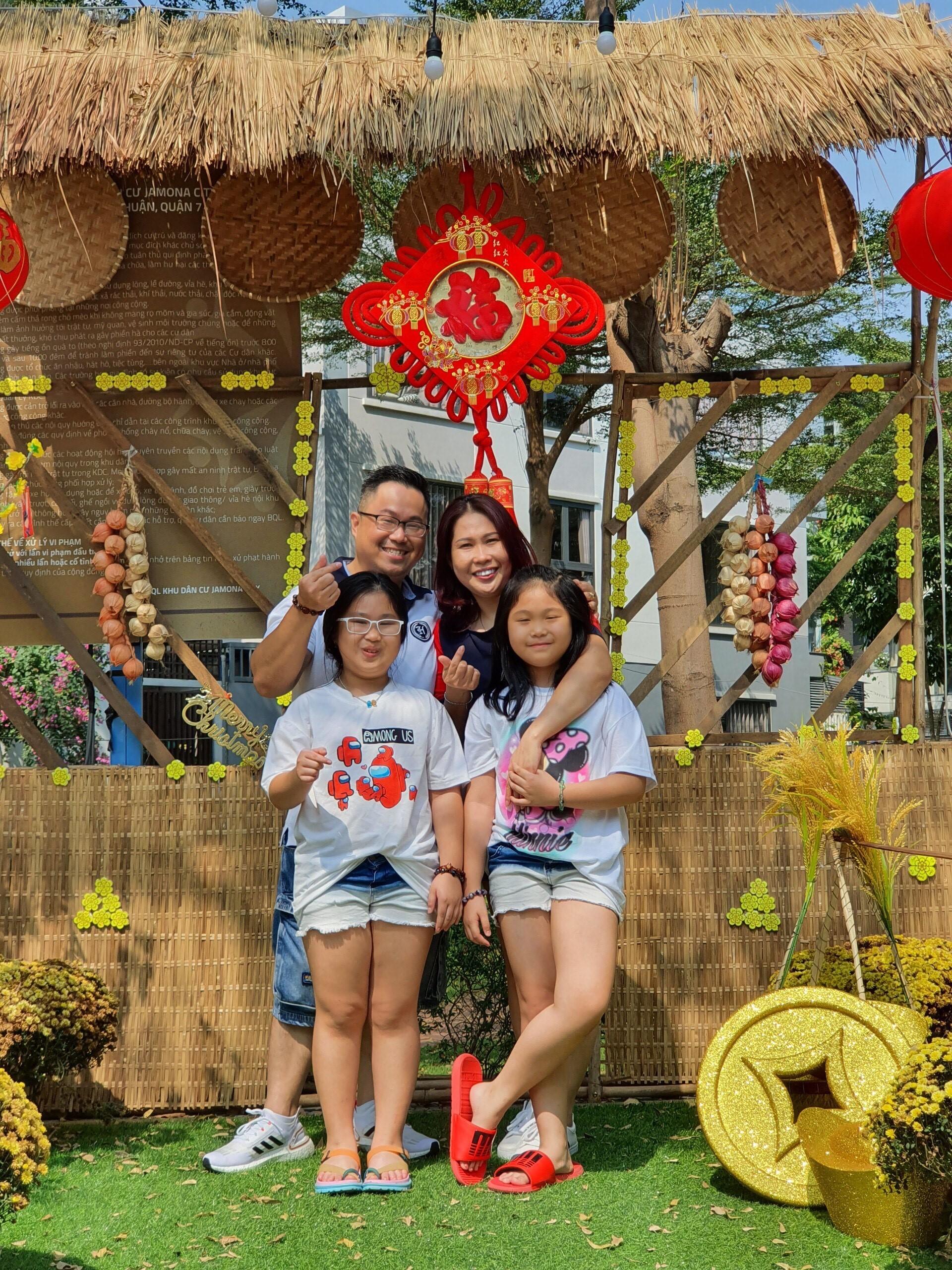 Gia đình bé Sunny Gia Hân và Moonly Gia Ân.