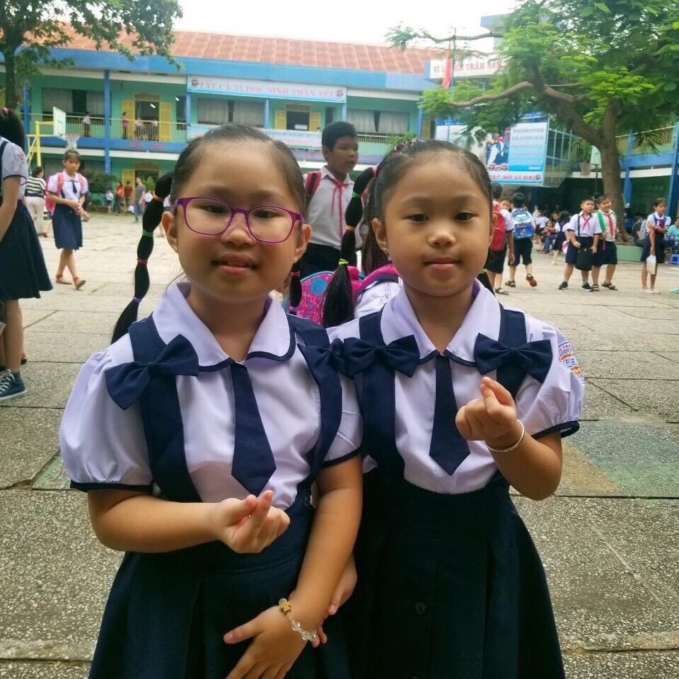 Sunny Gia Hân và Moonly Gia Ân biết bố mẹ phải vất vả mới kiếm được đồng tiền nên luôn ý thức chi tiêu hợp lý.