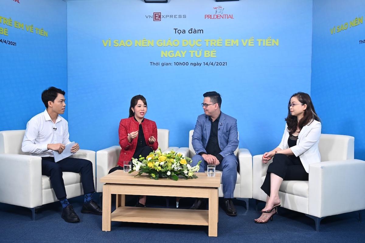 Từ phải sang trái: Đại diện JA Việt Nam Đoàn Bích Ngọc, Phó giáo sư - tiến sĩ Trần Thành Nam và MC - Biên tập viên Diệp Chi.