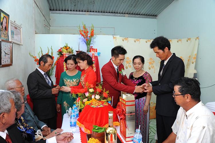 Lễ ăn hỏi của Thảo Trang và Hoàng Nguyên được tổ chức đầu tháng 4 vừa qua. Ảnh: Nhân vật cung cấp.
