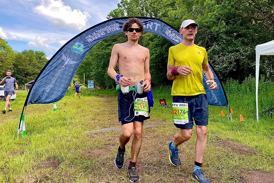 John Stocker (phải) và Matt Blackburn - hai người trụ lại cuối cùng