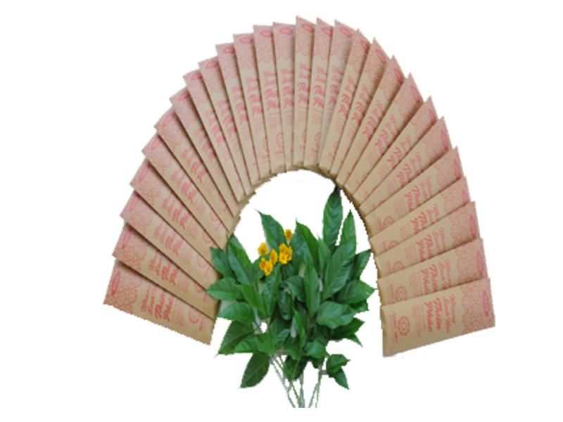 Combo 2 hộp nhang 200 gram với các thẻ nhang dài 36 cm, thời gian cháy 80 phút. Giá gốc 170.000 đồng, trong tháng 6 được ưu đãi 10% còn 153.000 đồng.