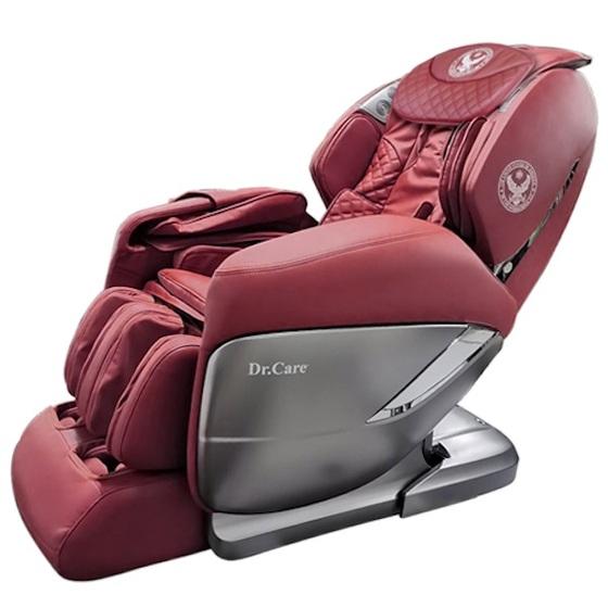 Ghế massage Dr.Care Xreal 955 giảm 45% còn 109 triệu đồng; cung cấp chế độ massage 4 chiều ngang, dọc, sâu và lơ lửng không trọng lực tiến về phía trước. Chức năng xông nóng toàn thân kết hợp xoa bóp tập trung vùng gáy cổ, có lợi cho việc lưu thông máu. Ghế có thể thực hiện các bài tập yoga, kéo giãn căng cơ toàn bộ cơ thể, cánh tay, gáy cổ và cột sống, đong đưa vùng mông đùi.Ghế tích hợp loa bluetooth, và có thể điều khiển các chế độ massage qua ứng dụng điện thoại, máy tính bảng. Trọng lượng 118 kg, kích thước 184,5 x 77 x 84 cm. Thời gian bảo hành 5 năm với toàn bộ ghế và máy massage.