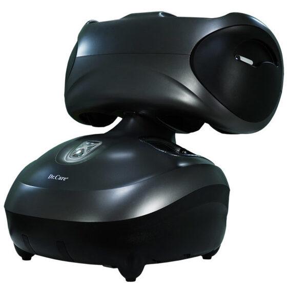 Máy Massage Chân Dr.Care DR-FM336 giảm 9.990.000đ (- 45 %)Máy được đúc nguyên khối bằng vật liệu ABS composite, có thể massage cho 2 người cùng lúc. Ngoài chân, máy có thể massage cánh tay với kỹ thuật 3D HLME như bàn tay con người bao gồm rung, lăn, xoa, vuốt, miết, chà xát, cuộn tròn, ấn huyệt. Chức năng xông nóng bằng tia hồng ngoại giúp góp phần hỗ trợ giảm đau và kích thích lưu thông mạch máu.  Máy nặng 8,5 kg, kích thước 54,5 x 47 x 59,5 cm, sạc pin tại nguồn điện 220 V. Một lần sạc pin đầy có thể sử dụng 2 giờ liên tục, tương đương 8 suất massage. Sản phẩm có hai màu trắng hoặc đen, bảo hành 10 năm.