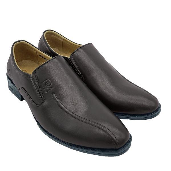 Giày nam Pierre Cardin PCMFWLE722BRW màu nâu làm từ chất liệu da bò. Đế làm từ cao su nhiệt dẻo TPR với các rãnh chống trơn trượt. Giày mũi nhọn tạo cảm giác dáng người thanh mảnh, cao ráo, kèm phần đế giày cao 2 cm góp phần giúp phái mạnh ăn gian chiều cao.
