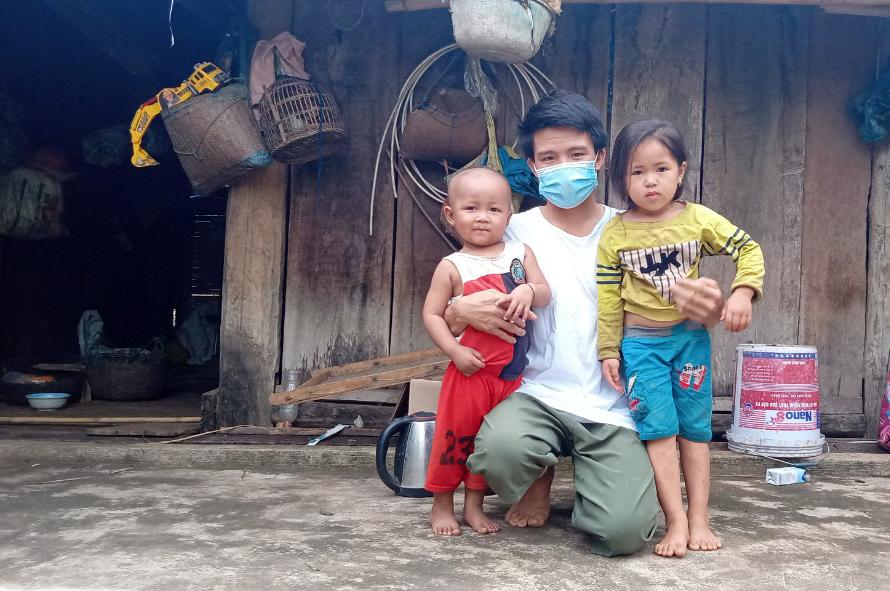 Anh Dương với bé Huy và con gái nuôi. Ảnh: Nhân vật cung cấp.