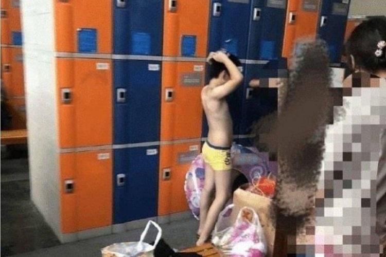 Câu chuyện về các bà mẹ đưa con trai và thanh thiếu niên vào nhà vệ sinh dành riêng cho phụ nữ và phòng thay đồ đã gây tranh cãi gay gắt ở Trung Quốc. Ảnh: File.