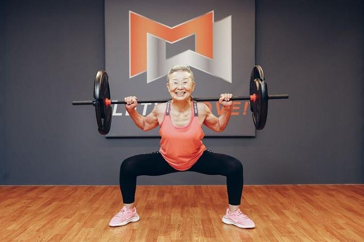 Bà lão đam mê tập luyện thể dục, thể hình như lẽ sống. Ảnh: Nippon.