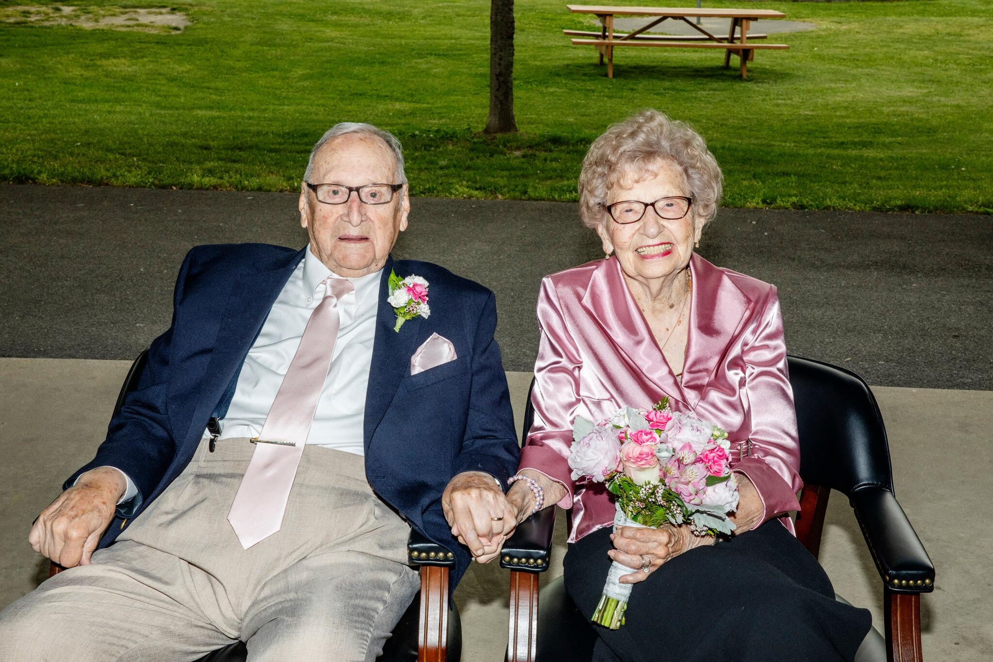 Đám cưới tuổi 95 của hai cụ già - 1