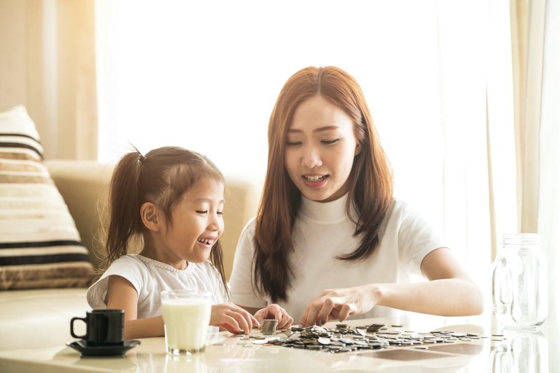 Cha mẹ hãy khơi dậy sự tò mò của trẻ thông qua các hoạt động học mà chơi - chơi mà học ngay tại nhà. Ảnh minh họa: Shutterstock.