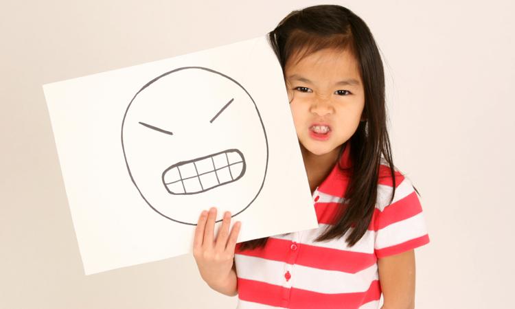 Trẻ em như một tờ giấy trắng, chúng sẽ là những tác phẩm hay hoặc dở đều phụ thuộc vào những gì cha mẹ viết lên trang giấy ấy. Ảnh: shutterstock.