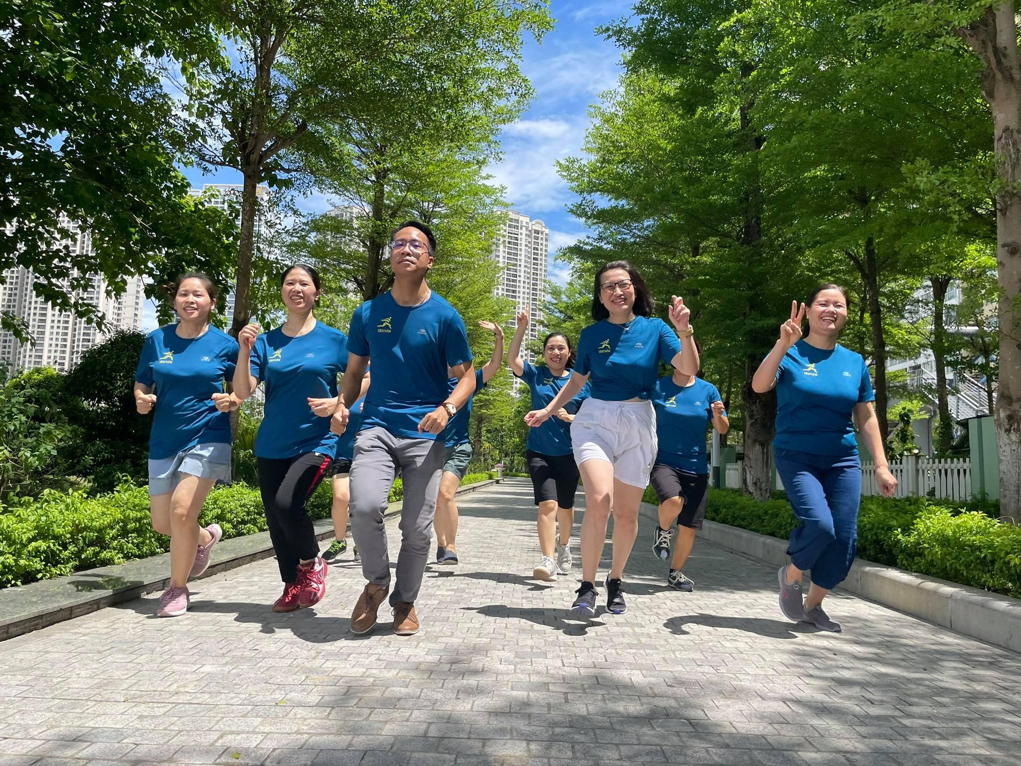 Những runner là cán bộ, giảng viên thuộc Khoa Quốc tế, Đại học Quốc gia Hà Nội. Ảnh: