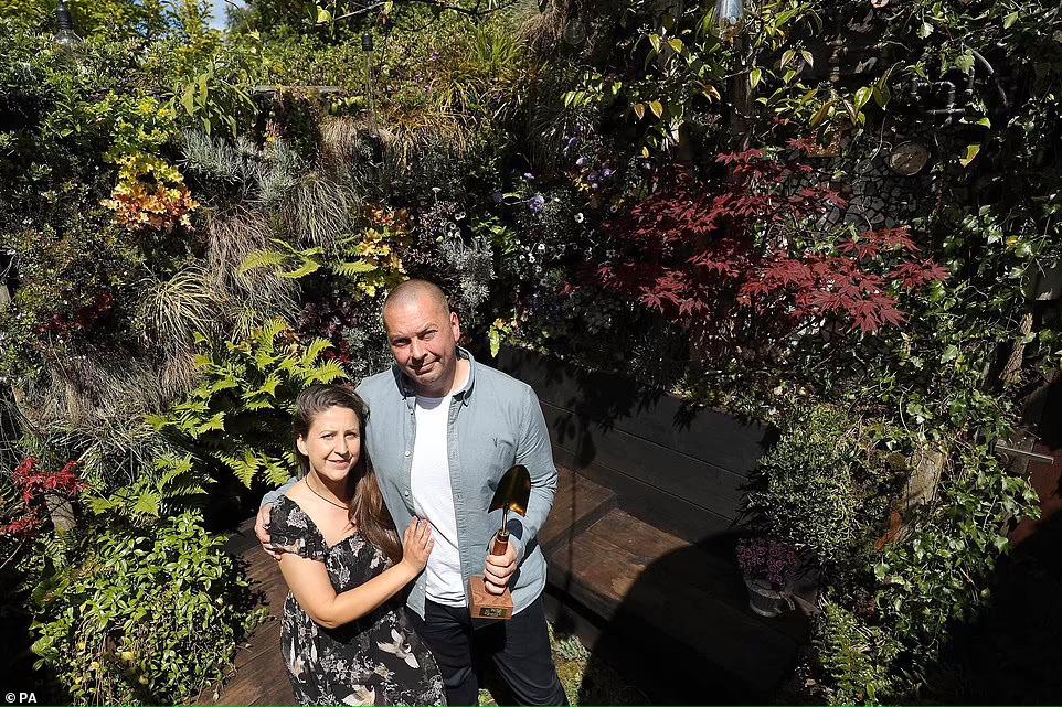 Trog bốn năm qua, anh Gary đã cần mẫn làm khu vườn cho vợ. Ảnh: Dailymail.