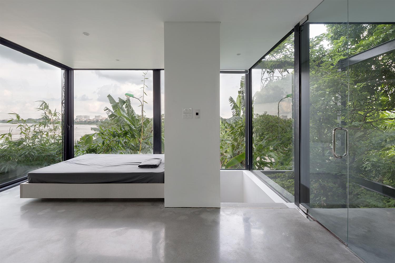 Từ phòng ngủ, gia chủ có thể nhìn ra cảnh sông và cuộc sống ở bên đò.