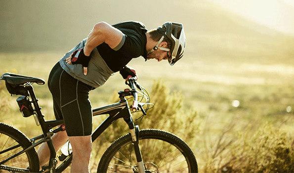 Tình trạng đau lưng kéo dài có thể gây nguy hiểm cho vận động viên. Ảnh: Stock.