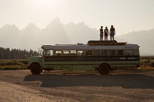 Chiếc xe bus cũ đã đưa bộ ba đi khắp bờ Tây nước Mỹ. Ảnh: Instagram BAM.
