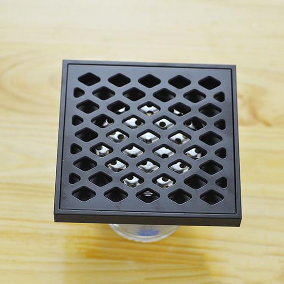 Thoát sàn chống mùi black series Zento ZT574-1B 410.000đ (- 41 %)Thoát sàn chống mùi Black series Zento ZT574-1B- Thoát sàn màu đen cùng họa tiết đơn giản mà đẹp mắt góp phần tạo không gian sang trọng cho phong tắm gia đình.- Thiết kế đọng lại nước trong đường ống để chống mùi hôi & côn trùng.- Có 2 lớp lọc ngăn tóc, rác... lọt xuống.- Được làm từ chất liệu hợp kim đồng không bị gỉ sét, chịu được lực tác động bề mặt lớn, không bị cong vênh hay móp méo.- Kích thước: 120x120x95mm, Ø50mm- Trọng lượng tịnh: 700g- Phù hợp với đường ống từ Ø60-Ø100mm.- Bảo hành: 12 tháng. Thoát sàn chống mùi Black series ZT574-1B với thiết kế đặc biệt cùng tính năng vượt trội là giải pháp giúp bạn khắc phục tình trạng tắc đường ống nước, mùi hôi khó chịu hay gián, muỗi, côn trùng... có thể chui lên từ đường ống nhất là khi lắp đặt ở những vị trí thấp & gần cống thoát nước.