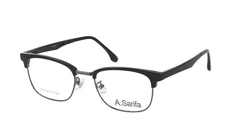 Gọng kính Sarifa 3520 làm từ chất liệu plastic và hợp kim titanium, Đệm mũi rời. Mắt kính rộng 52 mm, cầu kính (cầu nối giữa hai mắt kính) rộng 19 mm, càng kính dài 142 mm. Càng kính có màu xám hoặc nhiều màu. Sản phẩm đang được ưu đãi 48% còn 269.000 đồng.