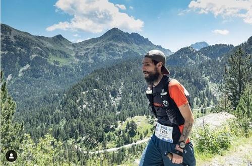 Chàng trai đi bộ, leo núi và chạy để duy trì sự sống. Ảnh: dualcillo.