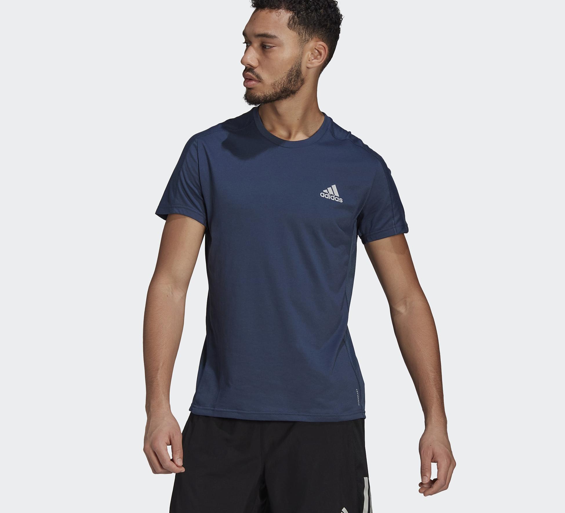 Áo Adidas Own The Run Soft Tee Blue GJ9936 màu xanh xám giảm còn 550.000 đồng (giá gốcc 1,1 triệu đồng); dạng cổ thuyền; chất liệu mềm mại và thoáng khí. Áo này không được tẩy, sấy khô chỉ ở nhiệt độ thấp, không giặt khô, không ủi, có thể giặt với nước ấm.
