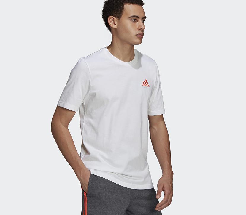Áo thun Adidas thêu logo T-Shirt GK9650 màu trắng giảm còn 550.000 đồng (giá gốc 1,1 triệu đồng); chất liệu 70% cotton, 30% polyester tái chế dệt kim cho cảm giác mềm mại và thoải mái.