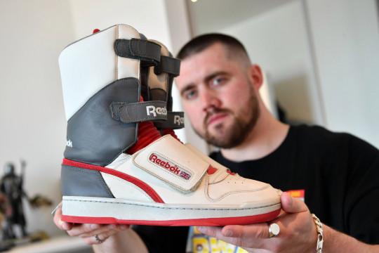 Morgan mê giày từ năm 12 tuổi, đến giờ có trên 800 đôi. Bộ sưu tập của anh tăng lên hàng tháng. Ảnh: Metro.