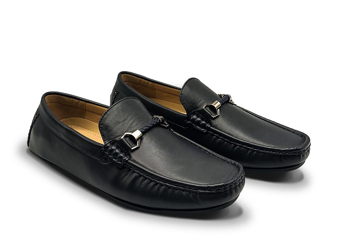 Giày đi bộ nam 851-6315 làm từ chất liệu PU, mềm, nhẹ, thoải mái, dễ làm sạch. Đế PU nhẹ, linh hoạt, đàn hồi, chống trượt, độ bám xao, đem lại cảm giác chắc chắn khi sử dụng.