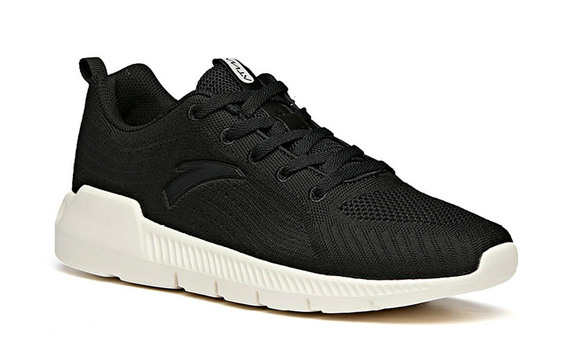 Giày chạy thể thao nam Anta 812035579-3 màu đen, thiết kế phù hợp với nhiều lứa tuổi và dáng người. Sản phẩm có tính ứng dụng cao, mang khi tập luyện thể thao, đi làm hay đi chơi, dễ phối trang phục. Chất liệu 100% vải lưới, da tổng hợp, TPU. Giày có tính năng thoáng khí, giúp cân bằng nhiệt và độ ẩm trong những điều kiện môi trường khác nhau. Đế cao su mềm, êm, có các đường rãnh chống trơn trượt, giúp người mang dễ chịu khi di chuyển trong thời gian dài. Sản phẩm có đủ các size từ 7 đến 10 US. Giày đang được ưu đãi 50% còn 574.500 đồng