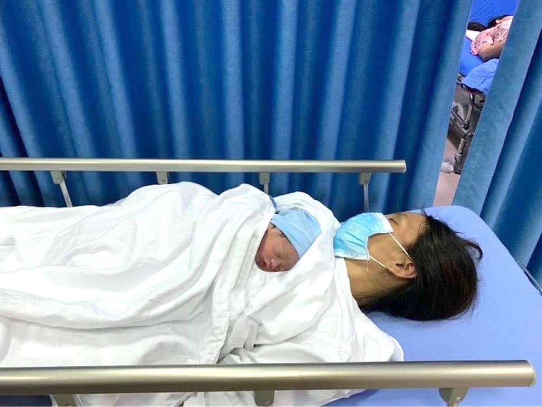 Sản phụ 32 tuổi và con trai sức khỏe đã ổn định và được theo dõi thêm ở bệnh viện. Ảnh: Blue Dragon.